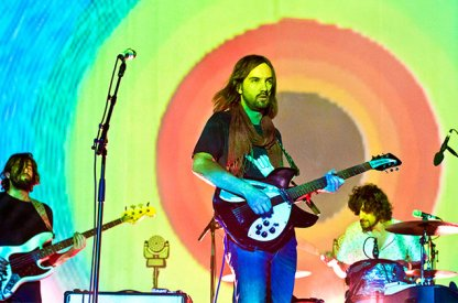 Tame-Impala-Lollapalooza-Berlin-2015-billboard-650