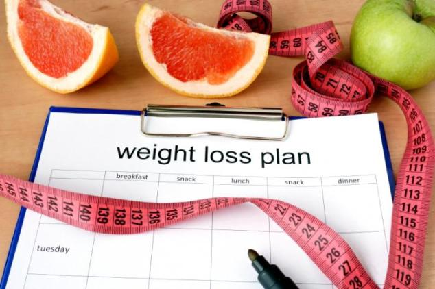 clipboard-with-a-weight-loss-plan-measuring-tape-and-fruit