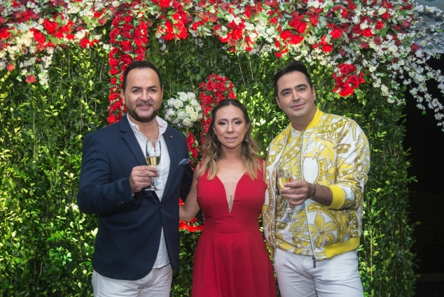 Luis Fabian Arana, da Perfume Holding, com Vanessa Lee e Rangel Barreto do grupo Cell Motions – foto Marcos Labanca.jpg